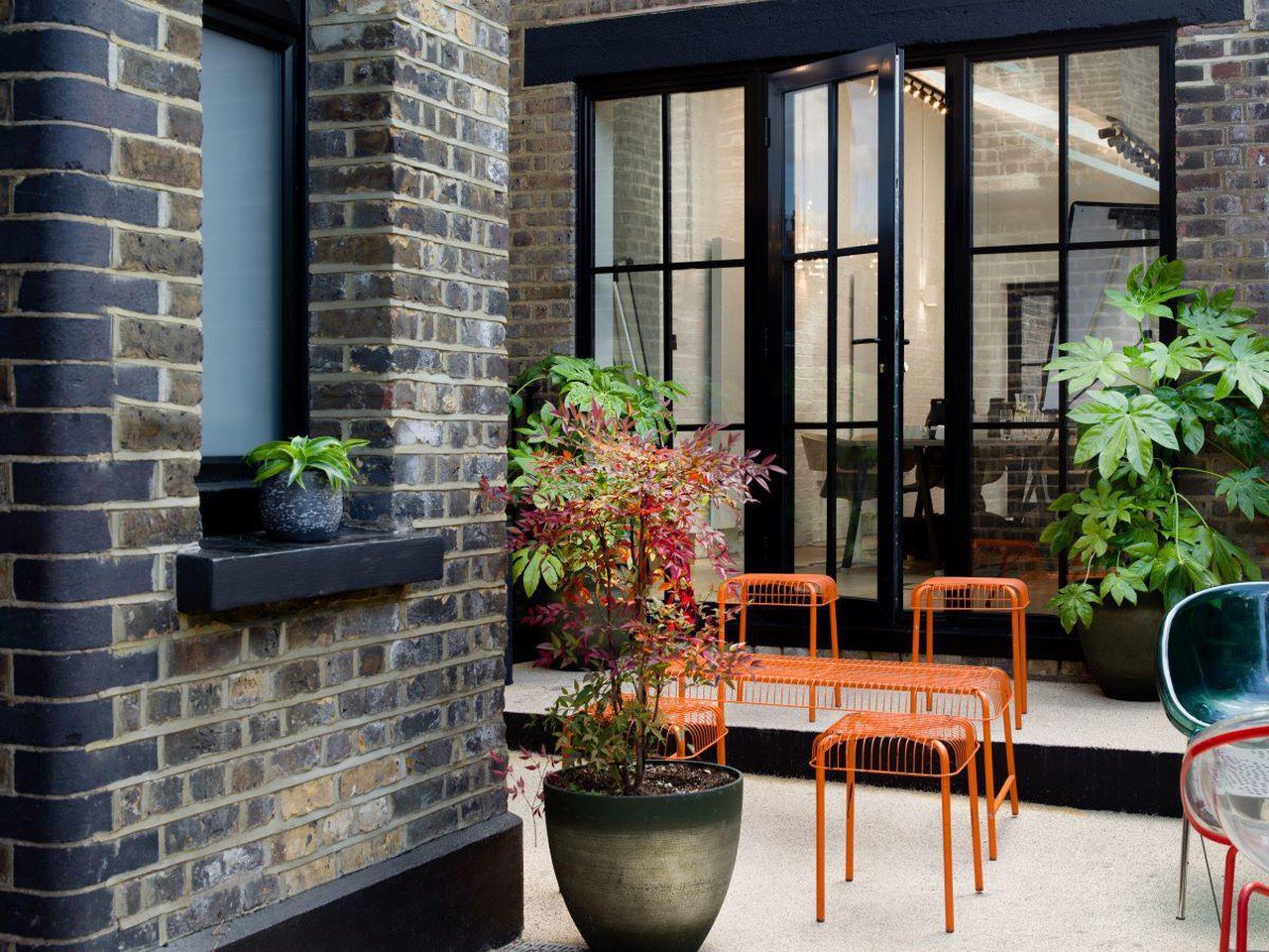 London training rooms Backyard Private Outdoor Courtyard image 0