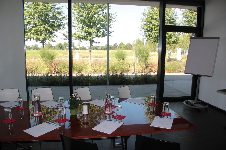 Munich corporate event venues Lieu Atypique OPEN.9 Golf Eichenried image 3