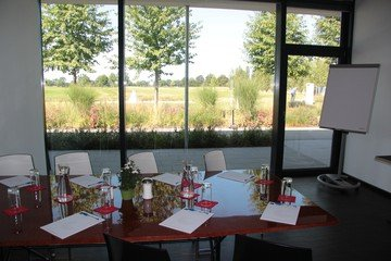 Munich corporate event venues Lieu Atypique OPEN.9 Golf Eichenried image 3