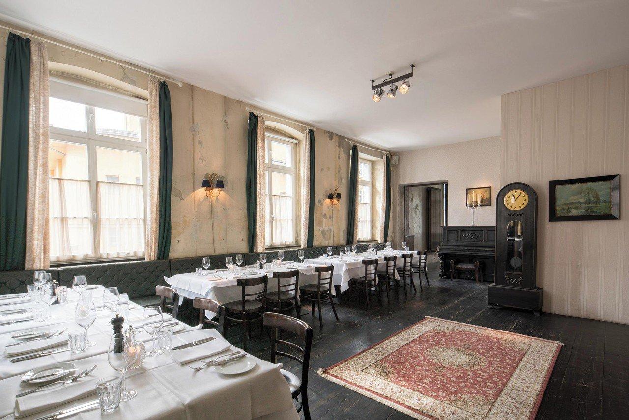 the grand radeberger suite mieten in berlin. Black Bedroom Furniture Sets. Home Design Ideas