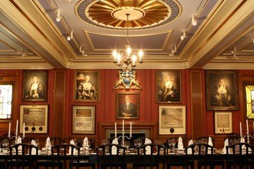 London corporate event venues Historische Gebäude Painters Hall - The Court Room image 11