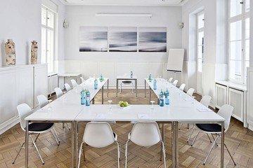 Berlin seminar rooms Meetingraum Villa Blumenfisch - Tagungsraum Zauberberg image 1