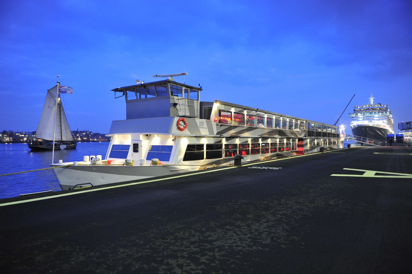Amsterdam corporate event venues Bateau Pure-liner image 0