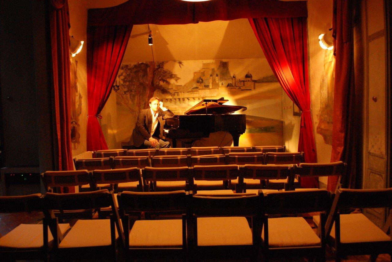 Barcelona workshop spaces Unusual El Teatre més Petit del Món image 5