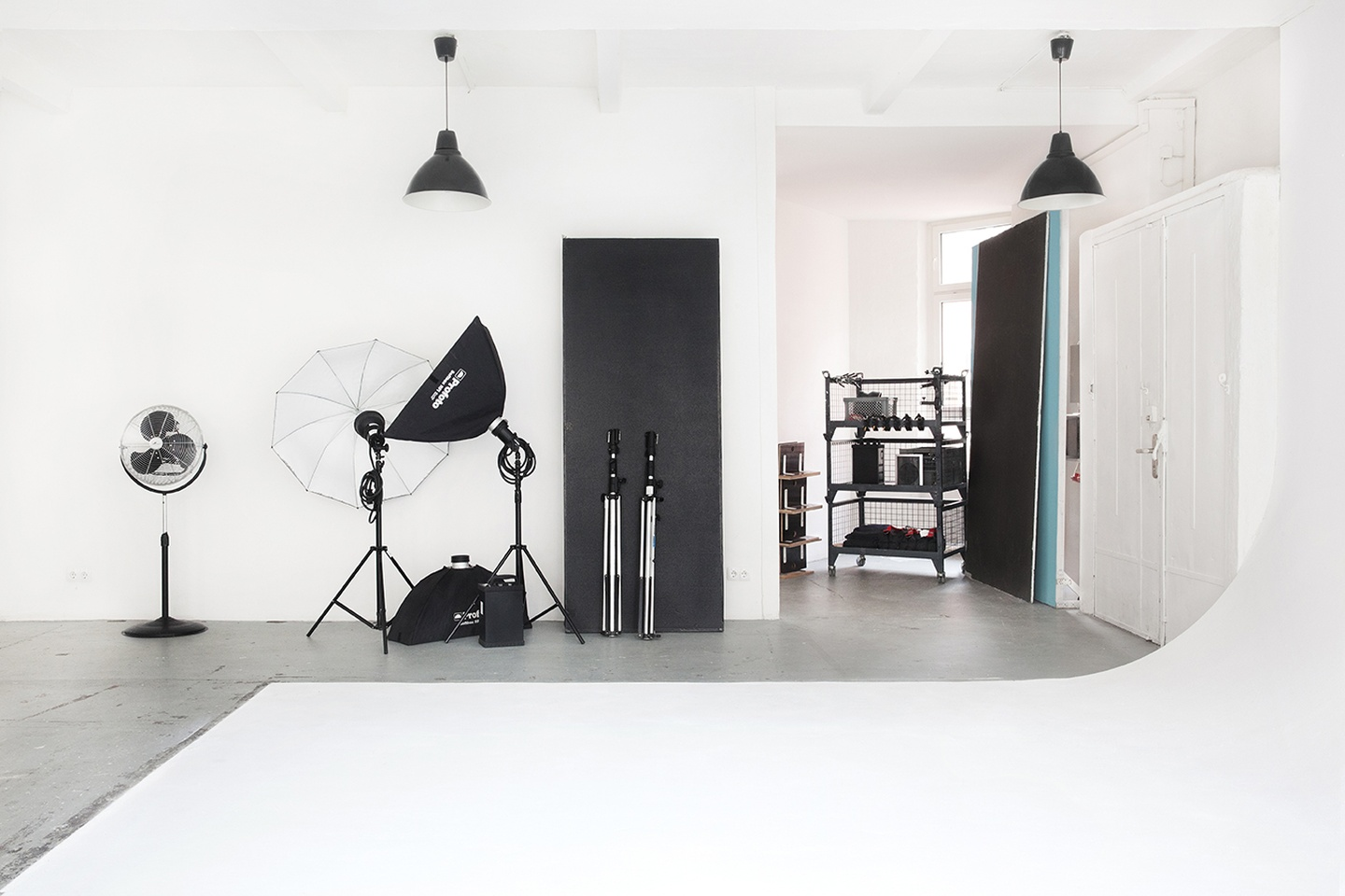 Berlin workshop spaces Foto Studio Studio Chérie / Studio 1 image 4