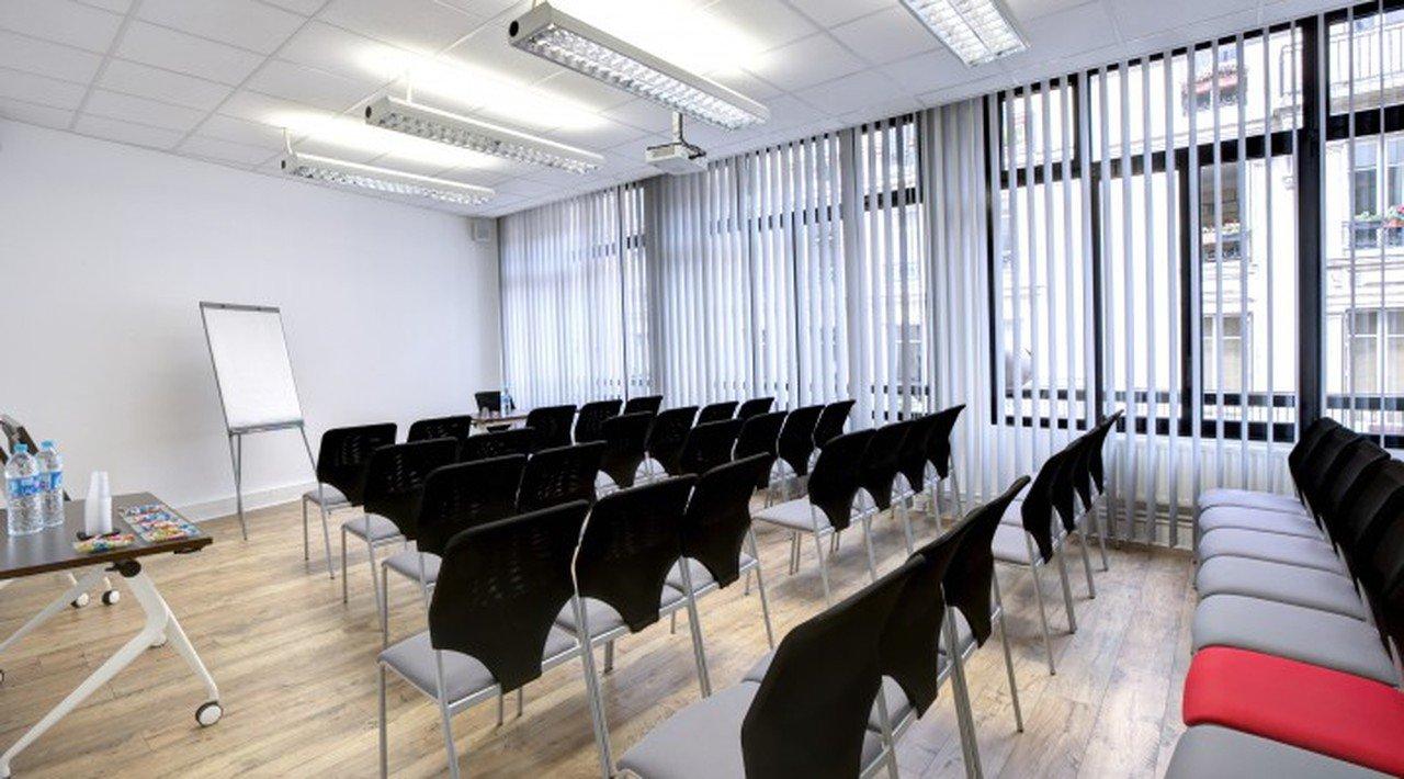 Paris Train station meeting rooms Salle de réunion ROOM MAUSSANE LES ALPILLES image 0