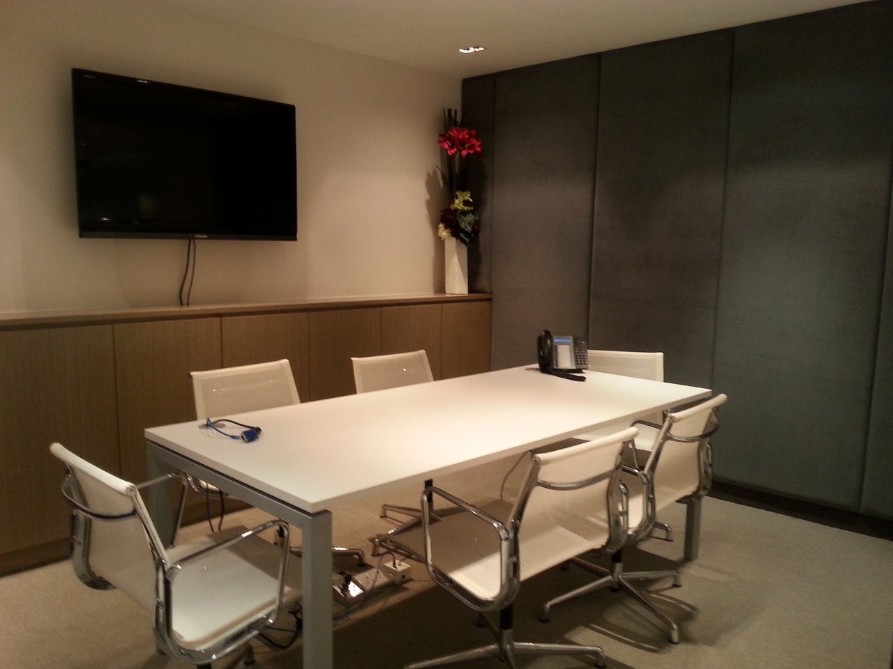 Hong Kong conference rooms Meeting room Jumpstart Causeway Bay - 6 Person Meeting Room image 0