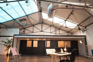 """Paris Salles de conférence Coworking Space Volumes - Petite salle de réunion """"La Ruche"""" image 6"""
