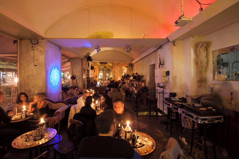 Berlin Eventräume Bar An einem Sonntag im August image 1