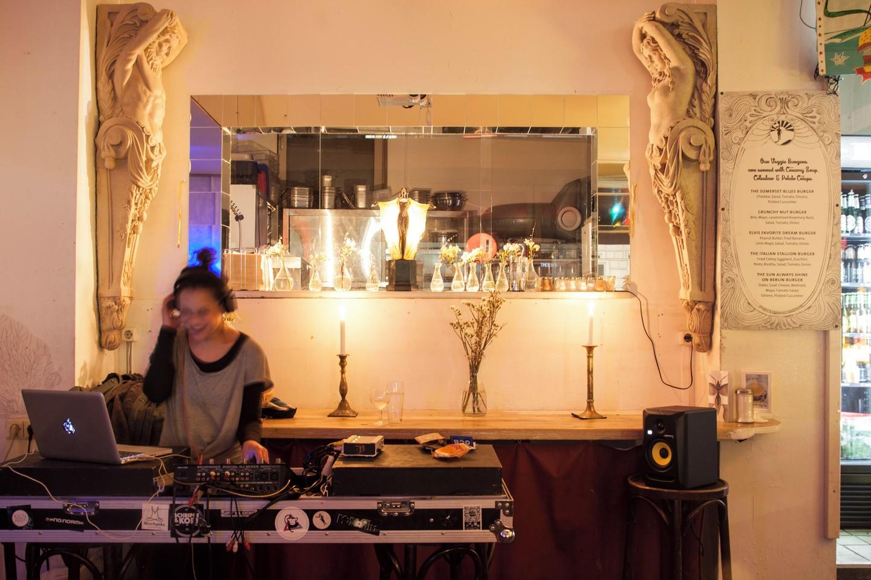 Berlin Eventräume Bar An einem Sonntag im August image 2