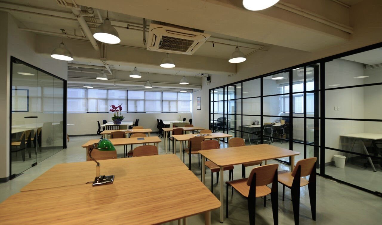 Hong Kong seminar rooms Espace de Coworking TCH Cowork space - hot desk area image 0