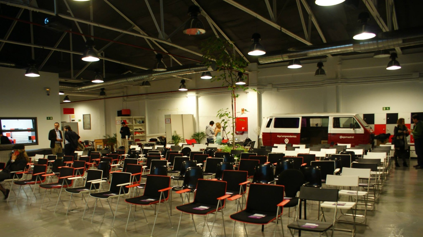 Madrid corporate event venues Coworking Space garAJE - Central Space image 2