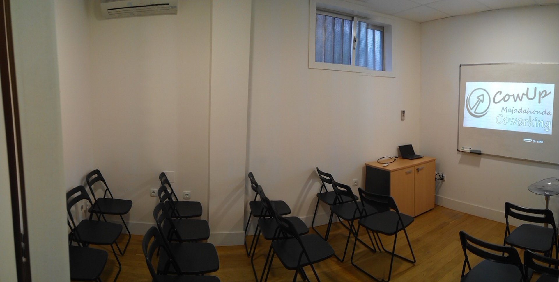 Madrid training rooms Espace de Coworking CowUp Majadahonda Coworking image 1