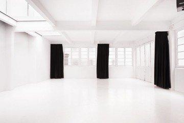 Paris corporate event venues Studio Photo Studio Astre - Set B image 0