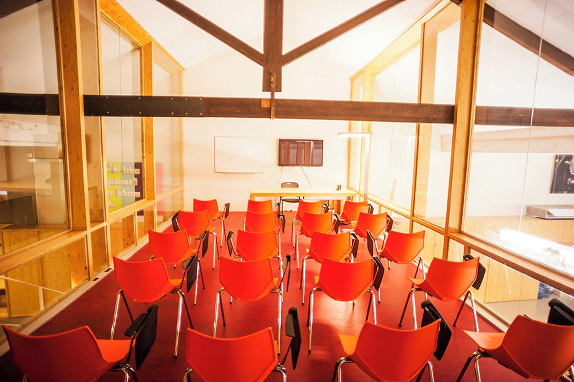 Barcelona training rooms Meetingraum CREC Coworking - Sala 1 image 0