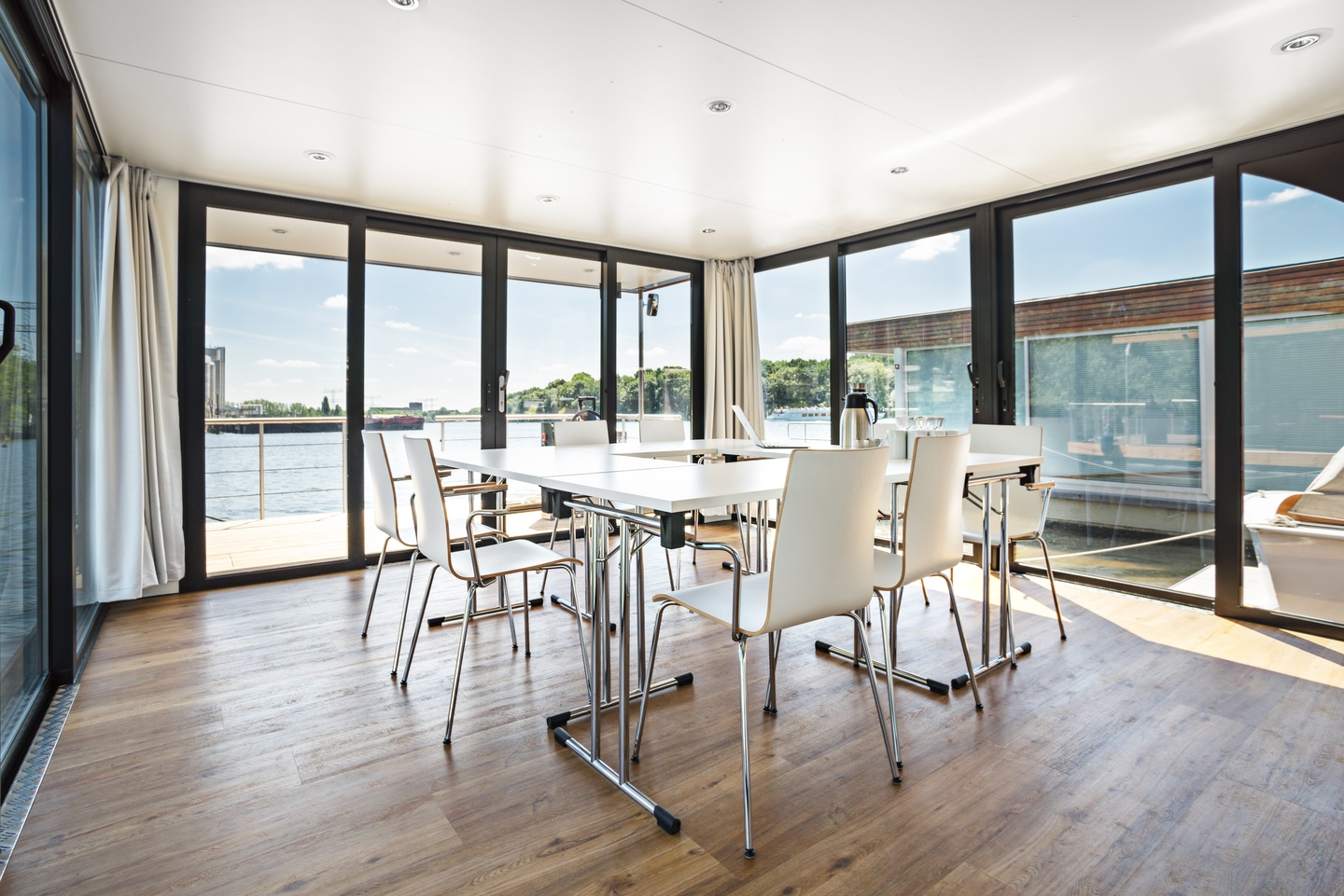 Berlin seminar rooms Bateau The Floating Office image 1