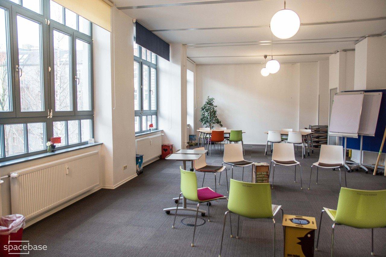 stratum lounge s d mieten in berlin. Black Bedroom Furniture Sets. Home Design Ideas
