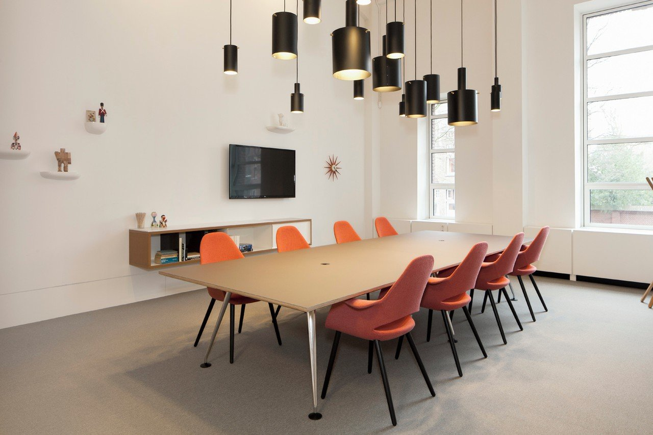 The Hague Train station meeting rooms Meeting room Spaces Rode Olifant - Room 8 image 0