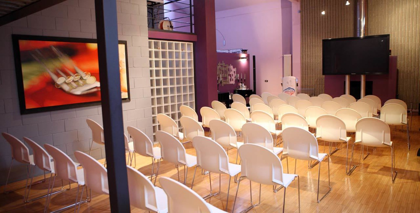 Rest of the World training rooms Meeting room 10 Watt Venue - Purple House image 2