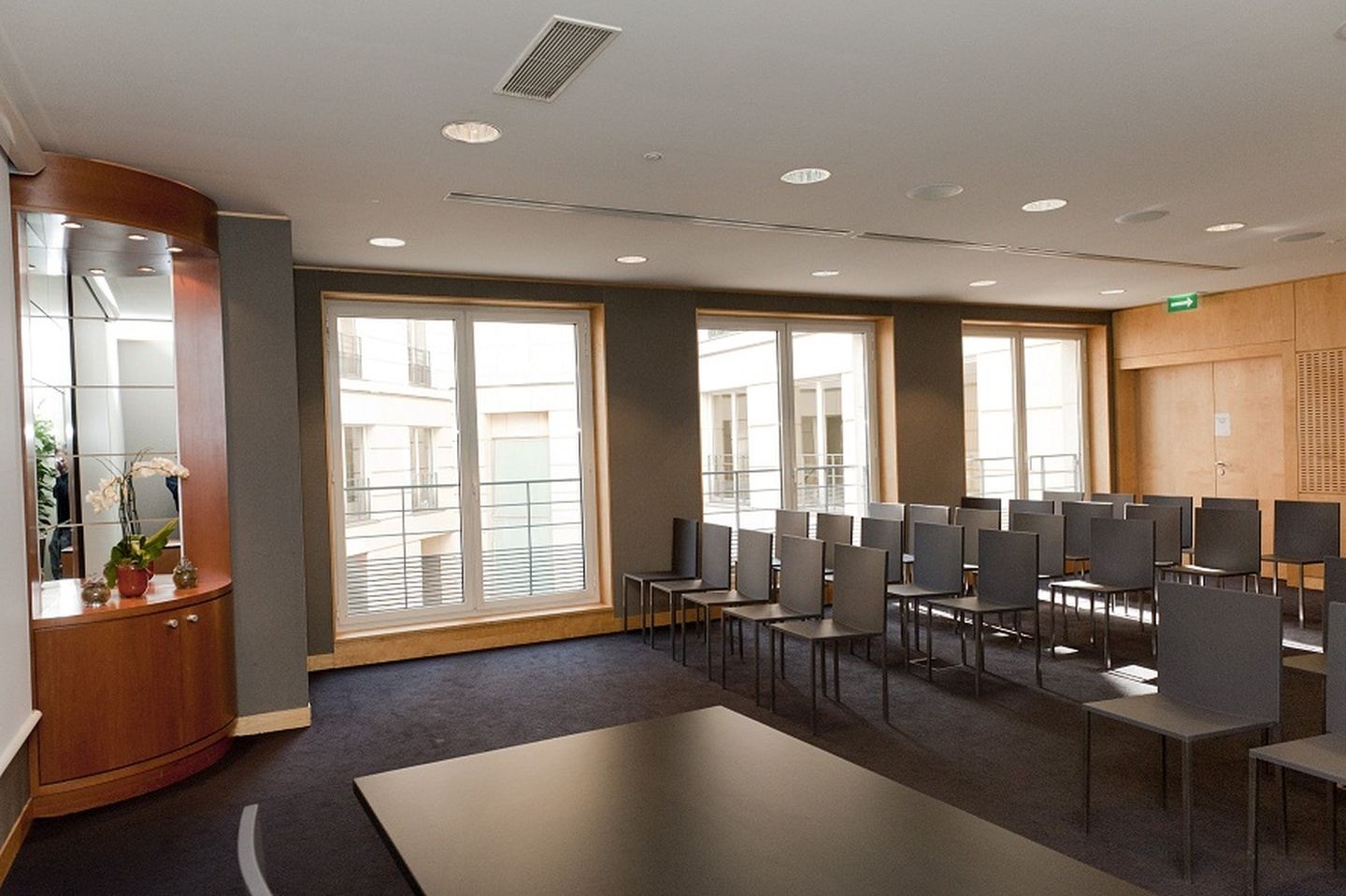 Paris corporate event venues Meeting room SERVCORP - Edouard VII Conference Center - Tokyo Meeting room image 1
