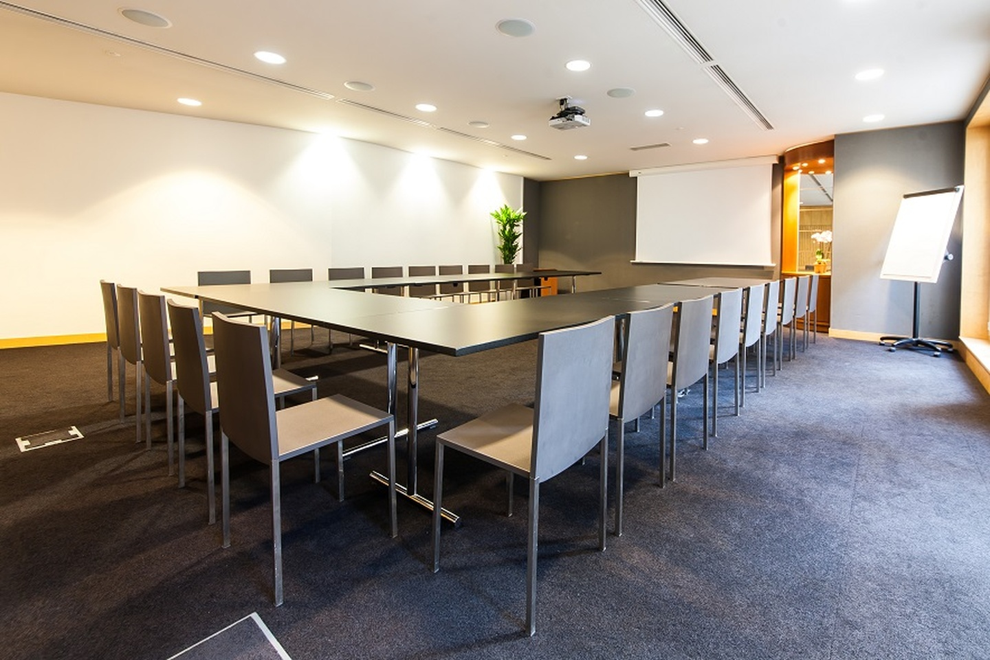 Paris corporate event venues Meetingraum SERVCORP - Edouard VII Conference Center - Tokyo Meeting room image 2