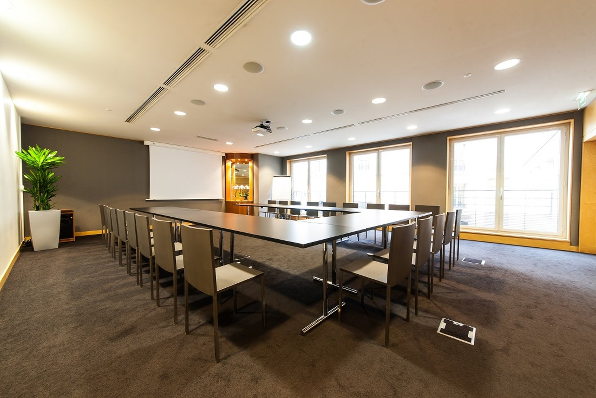 Paris corporate event venues Meetingraum SERVCORP - Edouard VII Conference Center - Tokyo Meeting room image 0