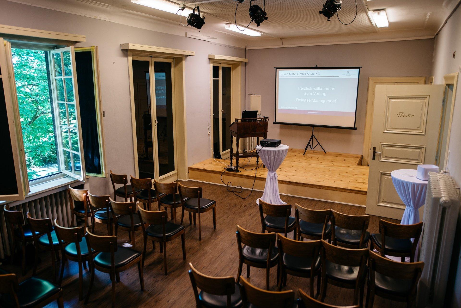 Hamburg seminar rooms Lieu Atypique Theatre room - circus Mignon image 0