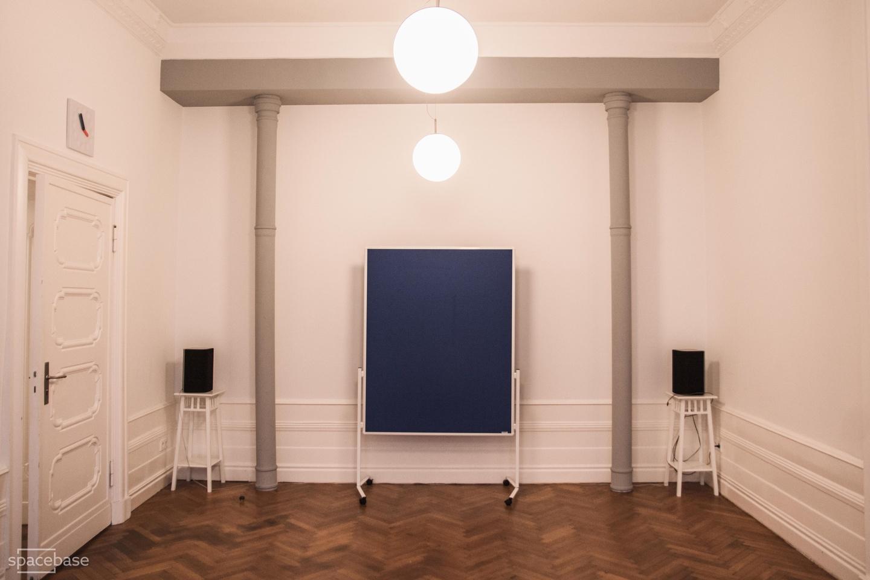 Berlin workshop spaces Espace de Coworking Meeet AG West - The blue room image 3