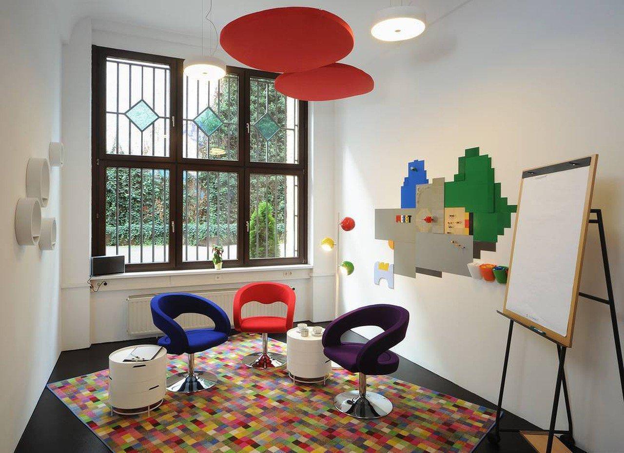 Berlin Besprechungsräume Espace de Coworking Meeet AG Mitte - Room Play image 1