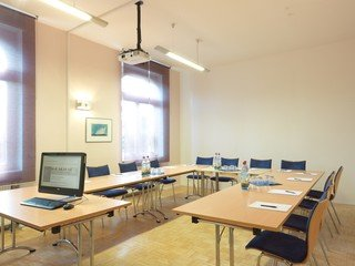 Frankfurt training rooms Meeting room Großer Schulungsraum 36 m² image 1