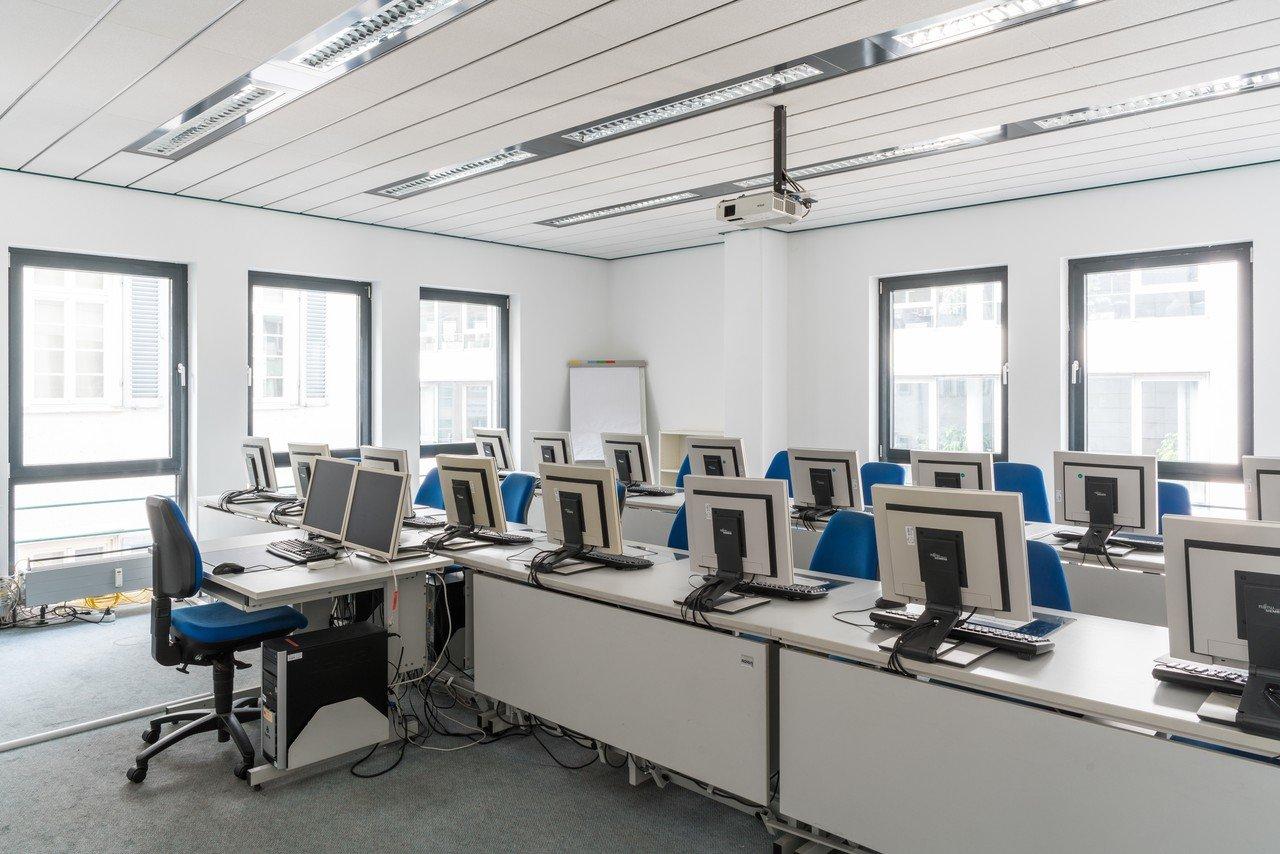 Stuttgart training rooms Salle de réunion wbs - computer room image 0