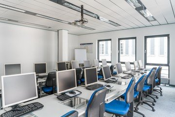 Stuttgart training rooms Salle de réunion wbs - computer room image 16