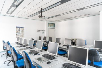 Stuttgart training rooms Salle de réunion wbs - computer room image 18