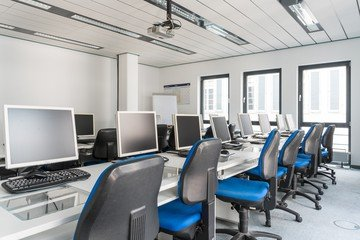 Stuttgart training rooms Salle de réunion wbs - computer room image 7