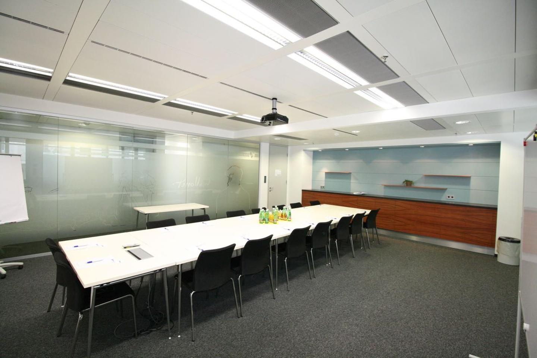 Vienna conference rooms Salle de réunion Your Office - Monet image 1