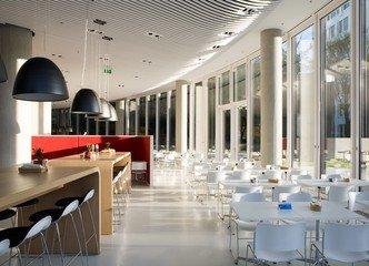 Düsseldorf seminar rooms Meeting room Sky Office Düsseldorf - Boardroom image 3