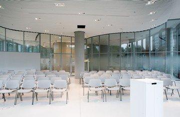 Düsseldorf seminar rooms Auditorium Sky Office Düsseldorf - The Auditorium image 4