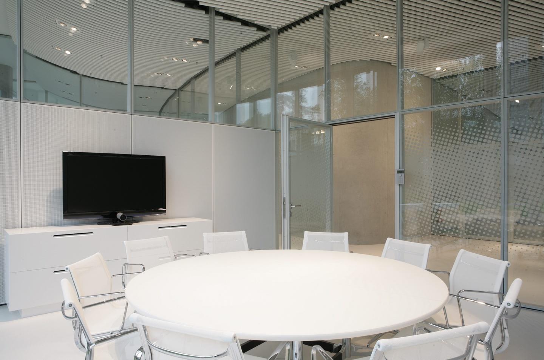 Düsseldorf conference rooms Meeting room Sky Office Düsseldorf - Our Boardroom (max. 10 PAX) image 1