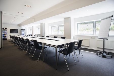 Berlin workshop spaces Meetingraum Ming Business Center - Konferenzraum Souterrain image 14