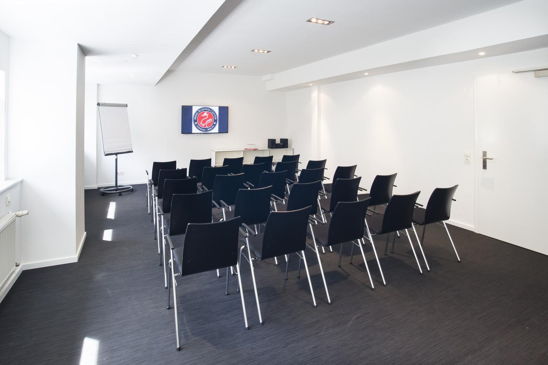 Berlin workshop spaces Meetingraum Ming Business Center - Konferenzraum Souterrain image 13