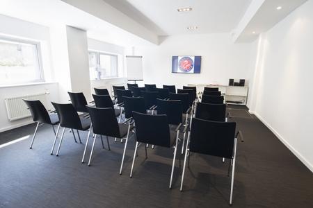 Berlin workshop spaces Meetingraum Ming Business Center - Konferenzraum Souterrain image 21