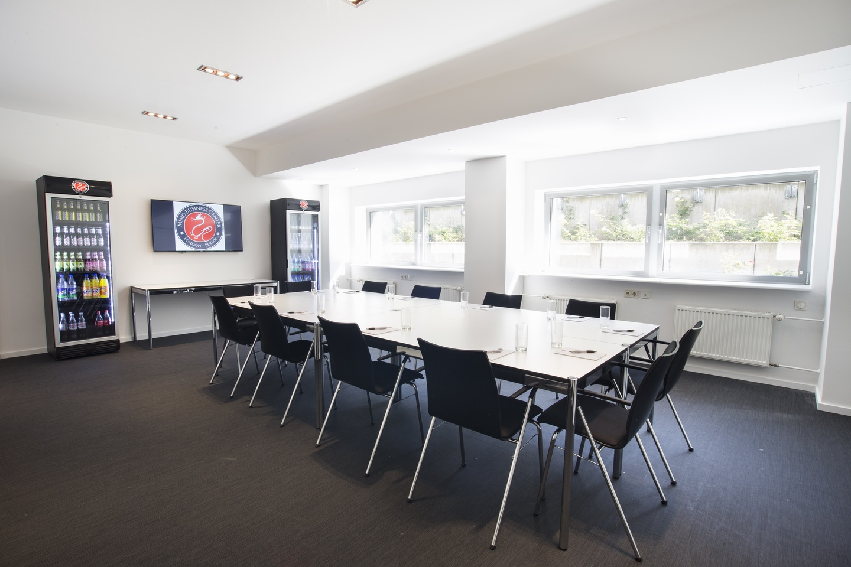 Berlin workshop spaces Meetingraum Ming Business Center - Konferenzraum Souterrain image 12
