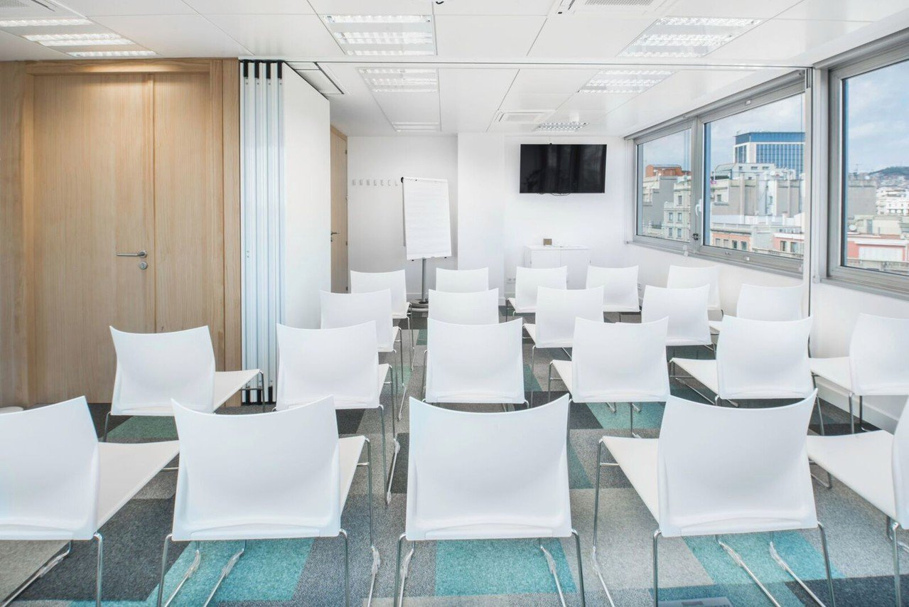 Barcelona conference rooms Meeting room  Luxury meeting room up to 40 people !  image 0
