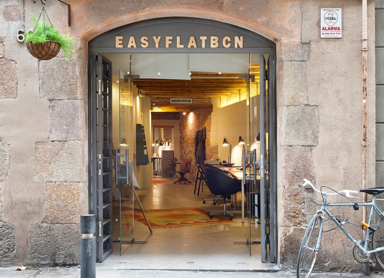Barcelona training rooms Coworking Space EasyMeet El Born image 0