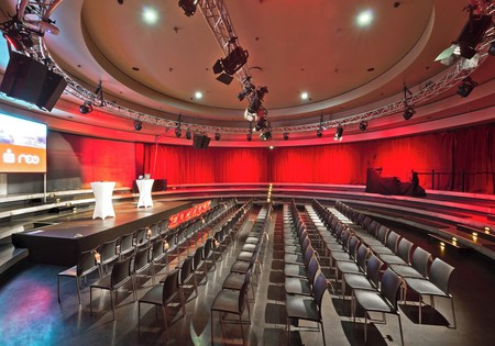 Berlin corporate event venues Partyraum Tempodrom - Kleine Arena image 6