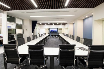 NYC seminar rooms Meeting room Jay Suites  Times Square - Uber Meeting Room I image 3