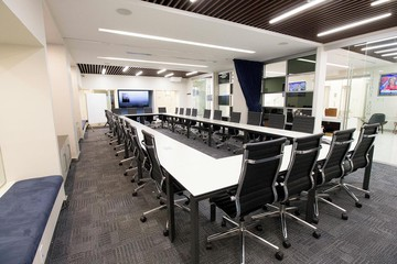 NYC seminar rooms Meeting room Jay Suites  Times Square - Uber Meeting Room I image 6