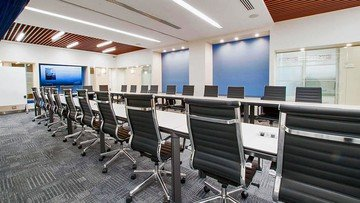 NYC seminar rooms Meeting room Jay Suites  Times Square - Uber Meeting Room I image 1