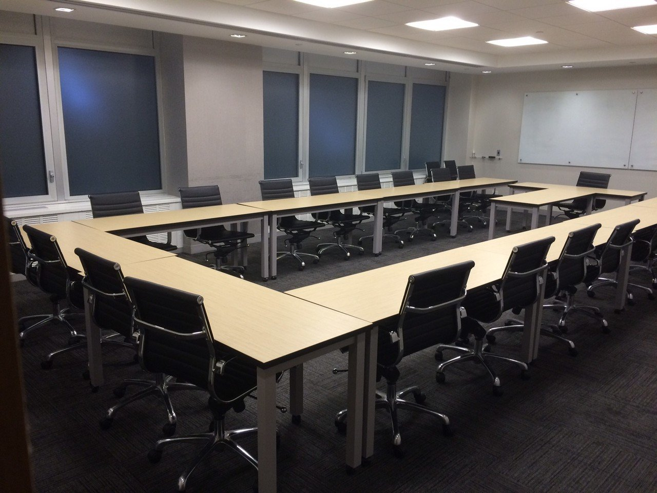 NYC training rooms Meetingraum Corporate Suites 30 person Training Room 8A image 2