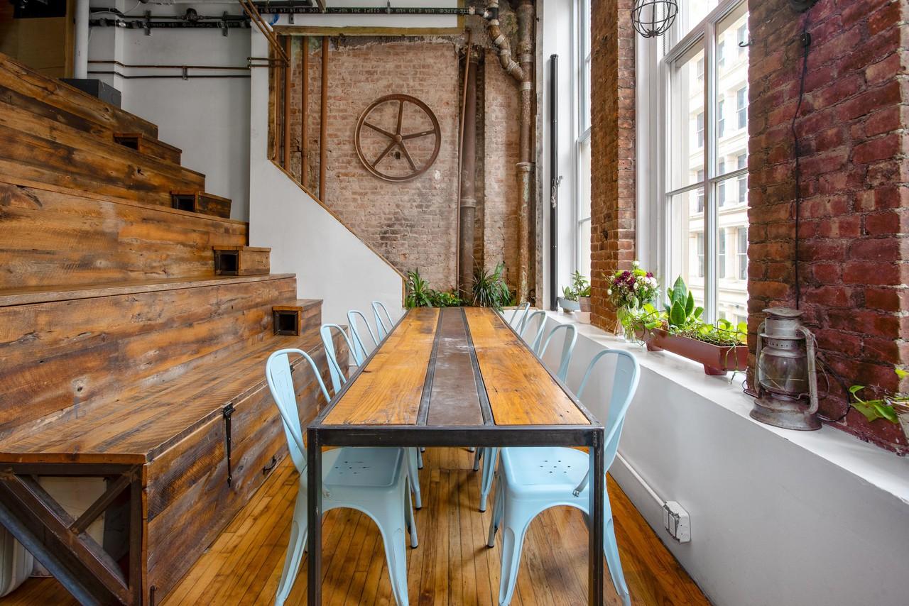 NYC workshop spaces Industriegebäude Bleachers image 0